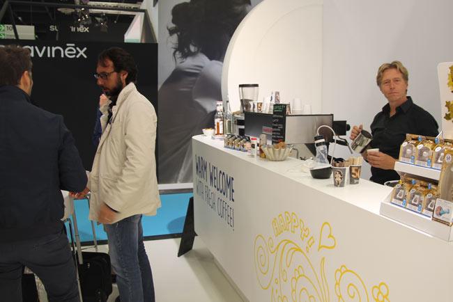 Barista is gastheer en ontzorgt koffiebar huren koffie op locatie barista inhuren