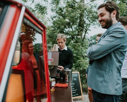 Ontvang je gasten met een mobiele espressobar koffiebar huren koffie op locatie barista inhuren
